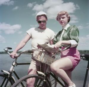 """Darling, I feel so cool in my bog standard cotton shorts."""